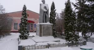 Памятник В.И. Чапаеву в Средней Матрёнке Добринского района