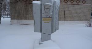 Памятник Герою Советского Союза И.М. Макаренкову в посёлке Плавица Добринского района