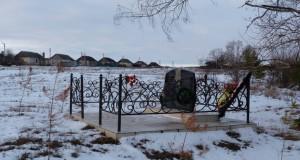Памятник павшим односельчанам  в д. Свищевка Лев-Толстовского района