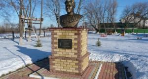 Памятник Герою Советского Союза С.С. Гурьеву в с. Ленино Липецкого района