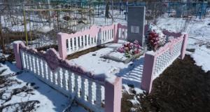 Братская могила советских воинов в с. Долгое Елецкого района