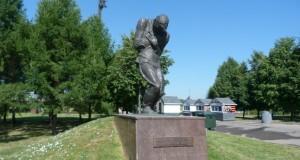 Памятник пропавшим без вести солдатам без могил на Поклонной горе в Москве