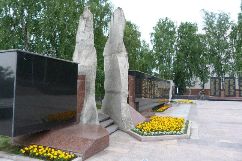 Памятник ульяновцам, павшим при исполнении воинского долга в Афганистане в Ульяновске
