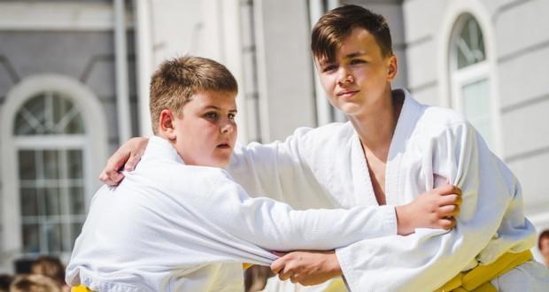 День дворового спорта в Калининграде: от акробатики и мас-рестлинга до конкура и регат