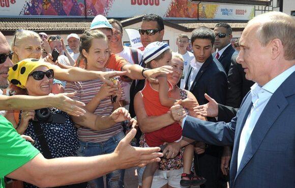 Рейтинг доверия россиян к Владимиру Путину рухнул до исторического минимума