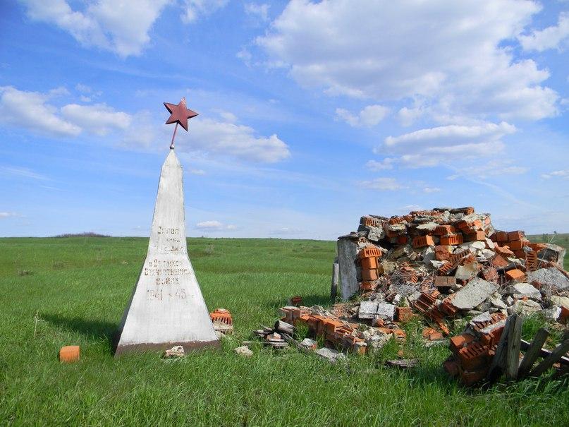 Брошенный памятник воинам-землякам в с. Стрешнево: брошенная память