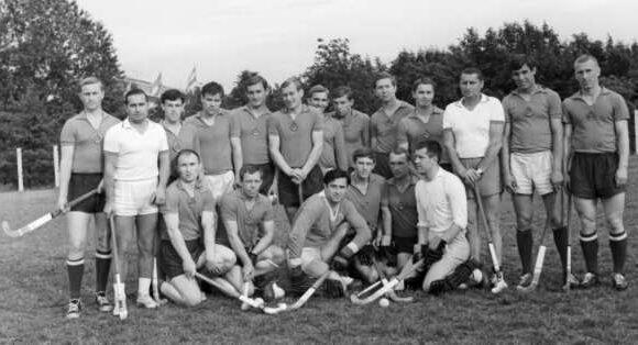 Первая «официально историческая» сборная СССР по хоккею на траве 1969 года. Команда победителей